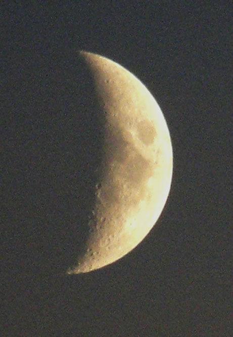 jeszcze słoabo świecił bo dopiero co wstał :) #księżyc #kratery #noc #satelita