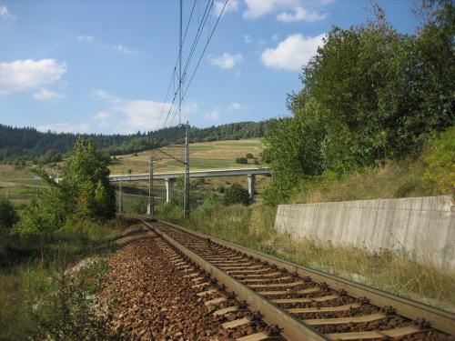 Skalité Serafínov - kolej na Czadcę-Żylinę i wiadukt drogi nr 487 #Kysuce #Słowacja