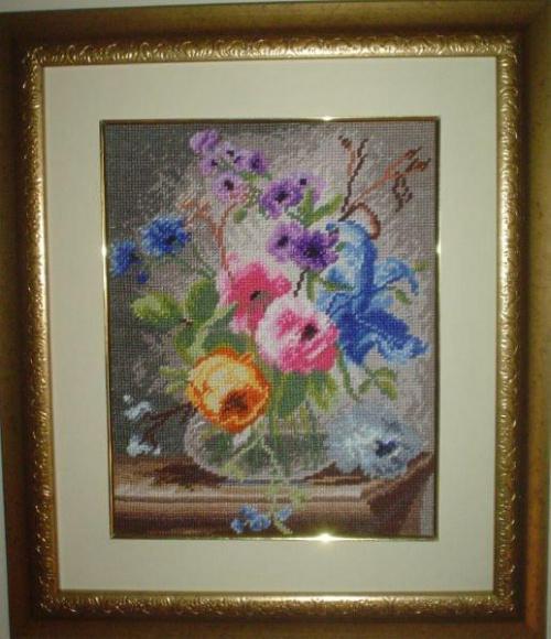 Kwiaty w szklanym wazonie. #MartwaNatura #kwiaty #kolory