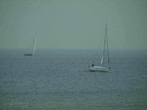 Żaglówka [Olympus E-410, Zuiko Digital Tele 40-150] #żaglówka #jacht #sztorm #może #Holandia #krajobraz #żeglowanie #tele