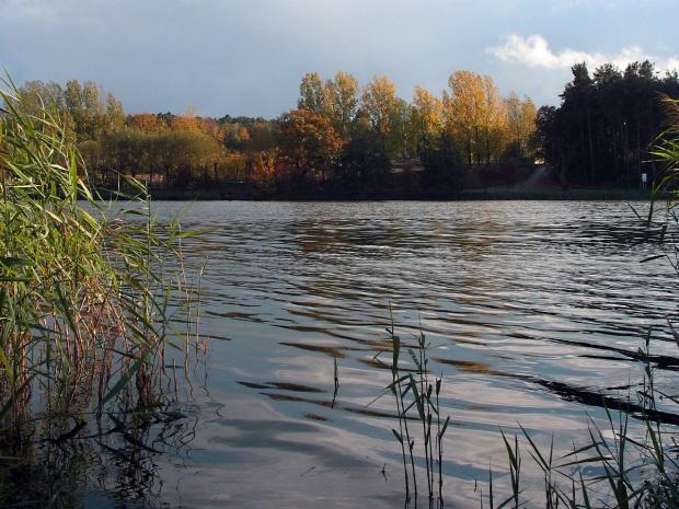 wersja powstała z innego zdjęcia pod wpływem sugestii MAXMAKS :) #natura #zalew #jesień #spacer
