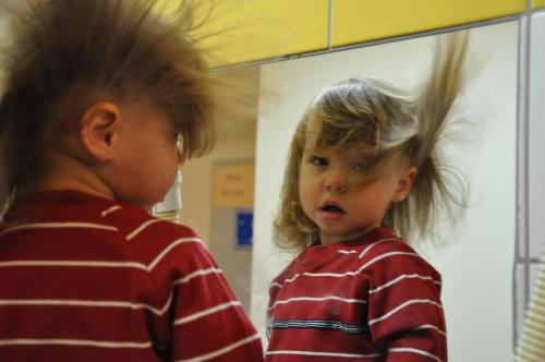 Ach te moje włosy... #Dzieci #twarze #włosy #lustra