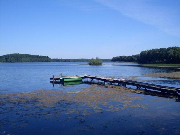 jezioro Drawsko wieczorem z promenady w Czaplinku