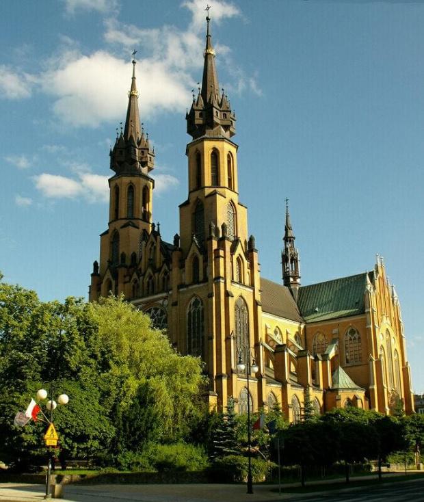Radomska katedra wybudowana w latach 1898 - 1918 nawiązująca do gotyku francuskiego. #katedra #kościół #neogotyk #gotyk #Radom #wieża #przypora #architektura #witraż #rozeta